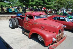 1954 International with rear semi rims & tires