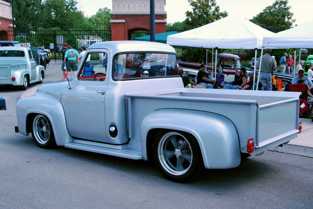 1953 Ford F100 with big back window conversion