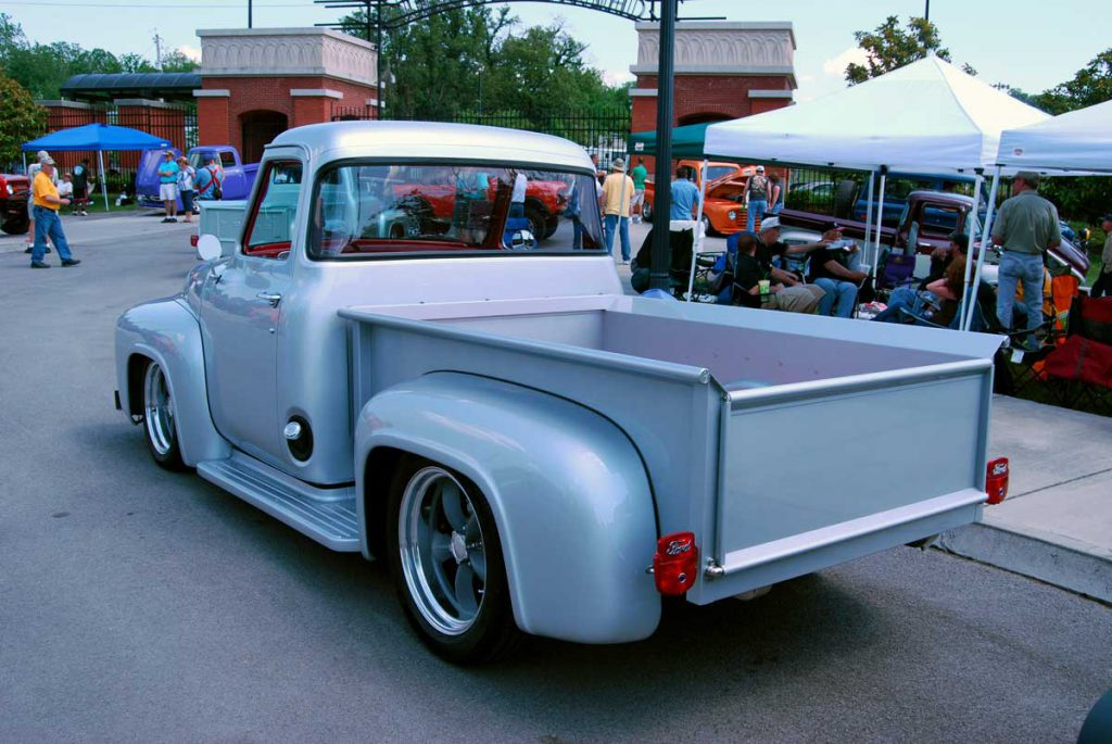1953 Ford F100 with smoothed tailgate